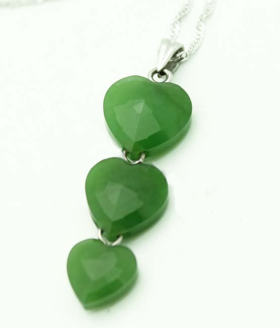 Faceted 3-Heart Jade Pendant (UJKK-2133)