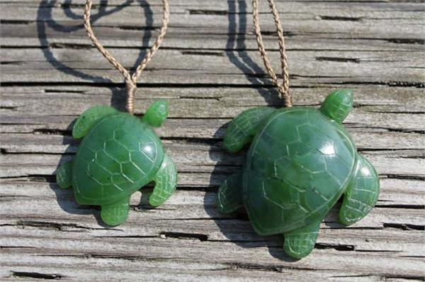 Jade Sea Turtle Pendant (Multiple Sizes) (HNW-3710)