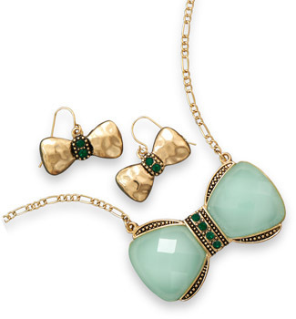 Adorable Gold Tone Bow Fashion Necklace and Earring Set